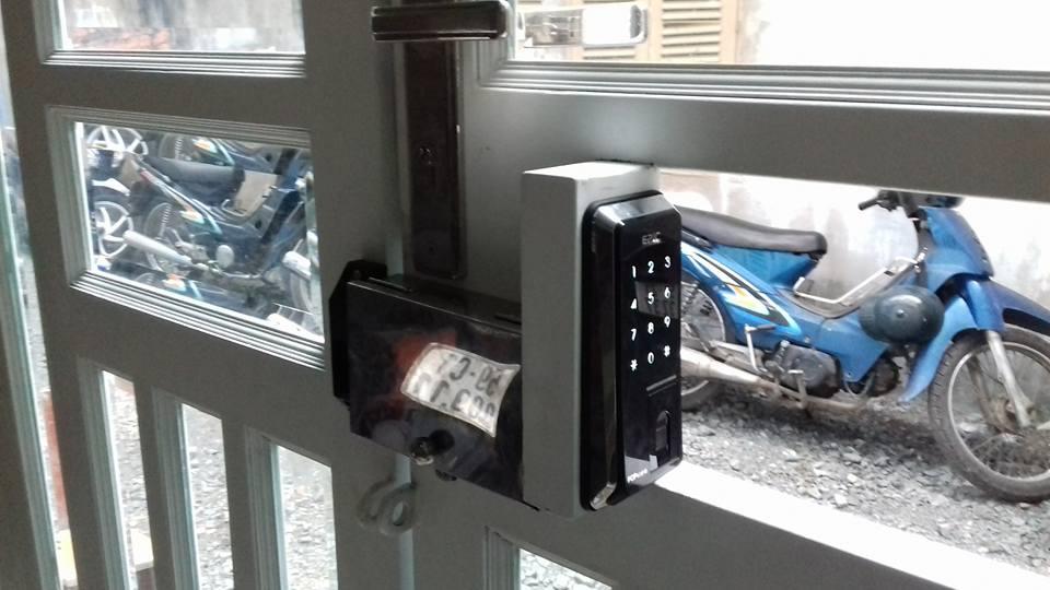 Lắp khóa vân tay Epic Popscan cho cửa cổng