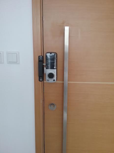 Lắp khóa Yale YDR 414 cho căn hộ The Vista Quận 2