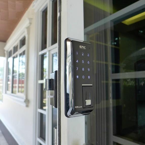 khóa điện tử cửa kính 3