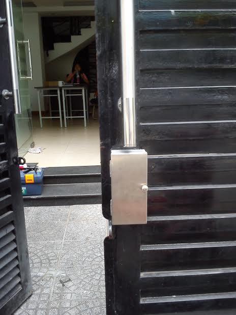 Khóa cửa cổng